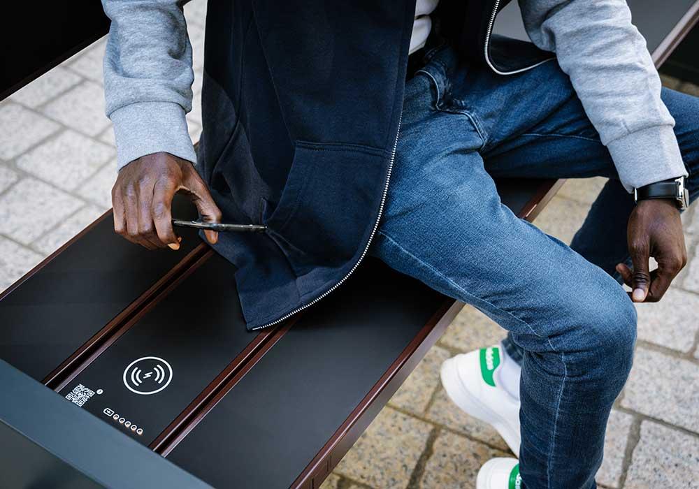 Banc solaire Steora Cyclo avec recharge sans fils pour smartphone