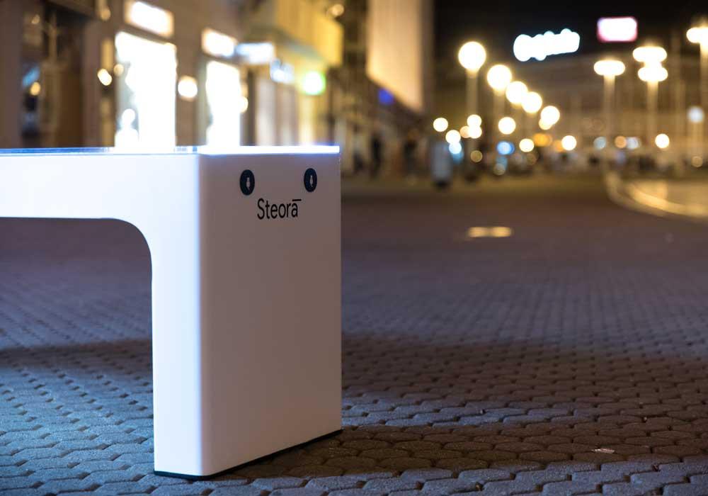Prise USB de nuit d'un banc urbain connecté modèle stéora